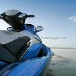 Moto de agua en tonos azules